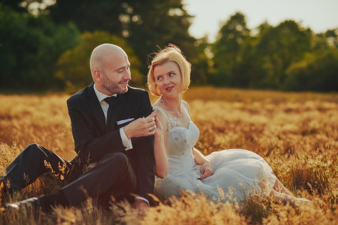 zdjęcia ślubne na łące