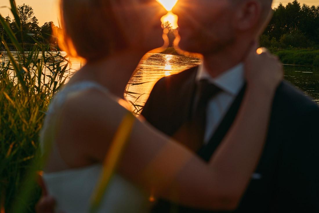 portret ślubny o zachodzie słońca
