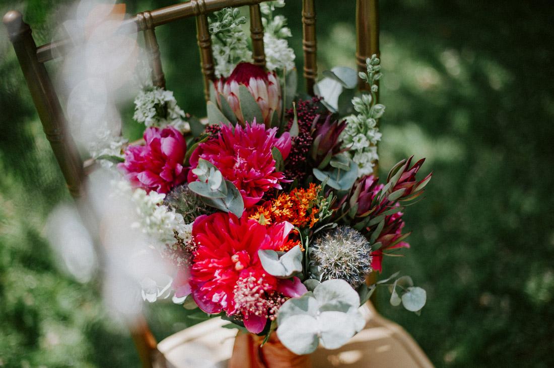 bukiet ślubny piwonie protea eukaliptus
