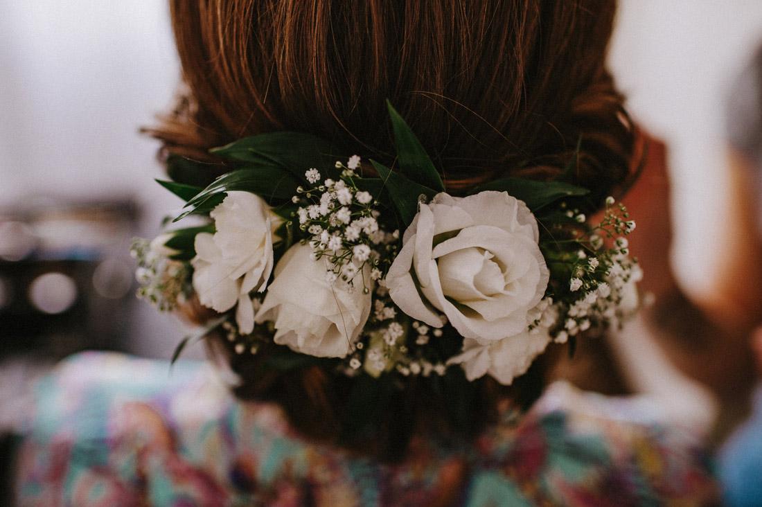 kwiaty we włosach VOYA Studio Ślubne