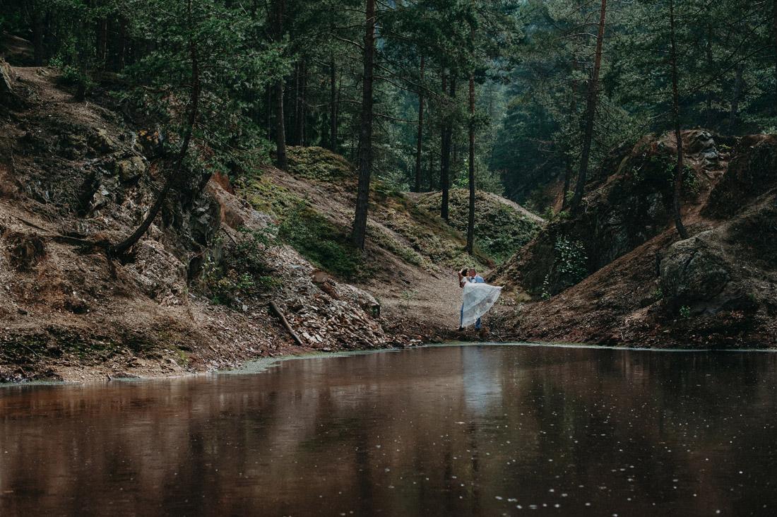 zdjęcia ślubne nad jeziorkiem