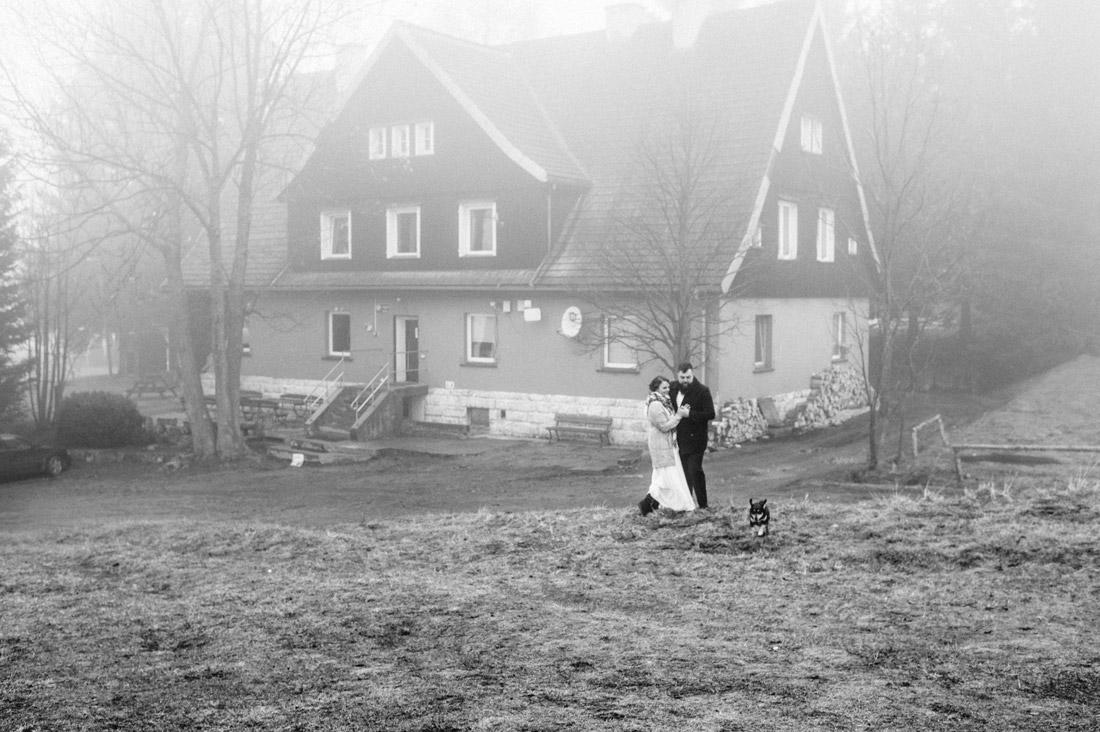 sesja ślubna w schronisku PTTK Pasterka